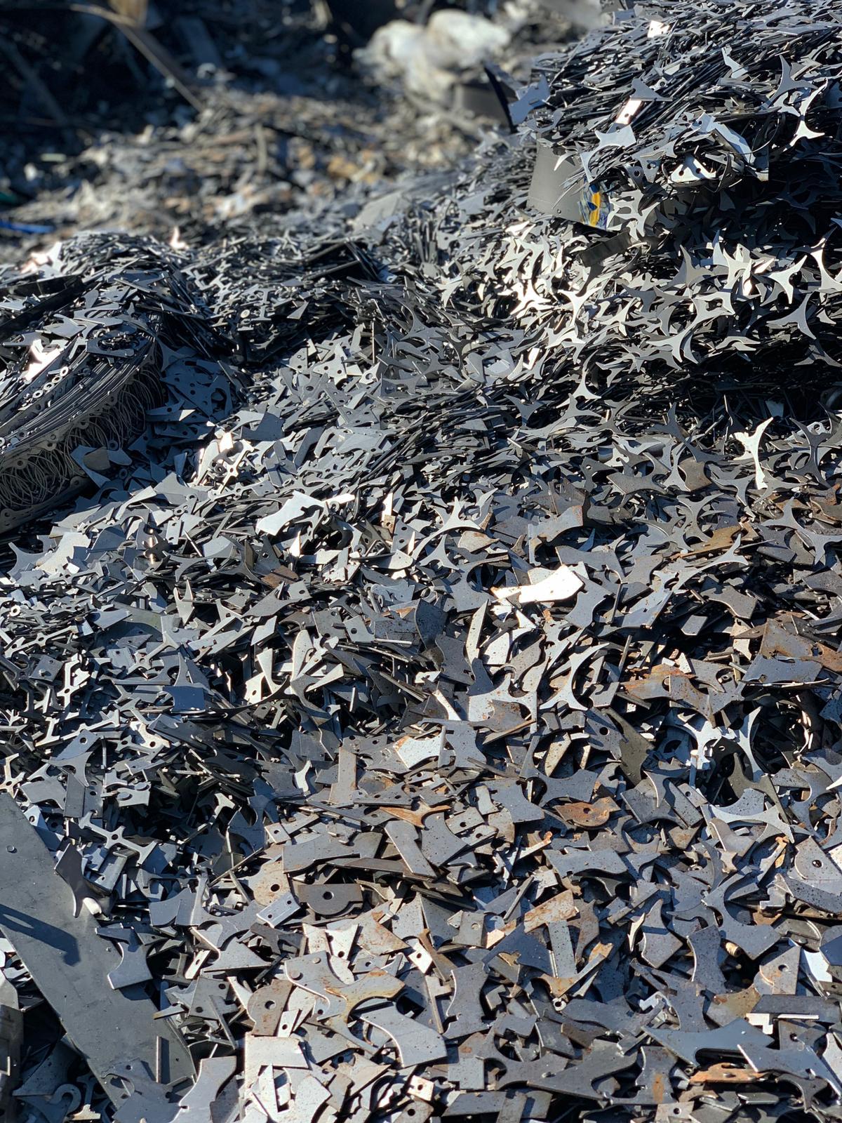 Recorte de trozos de hierro